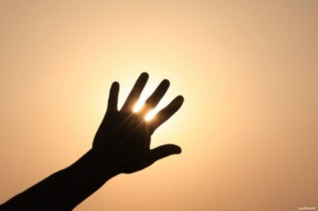 Tapar el Sol con las Manos