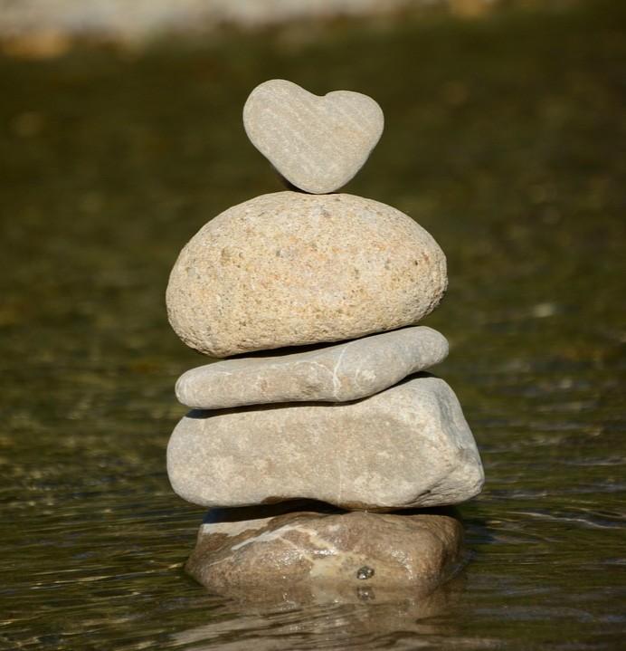 Corazón rocas equilibrio